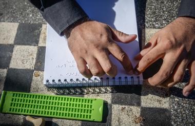 El Braille es un método de lectoescritura táctil creado para personas con discapacidad visual.