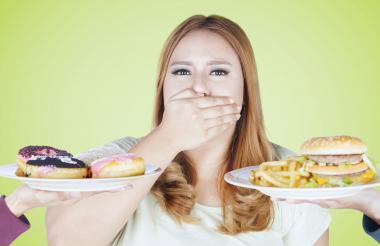 Evitar las frituras, granos, carnes rojas y grasas saturadas es la principal recomendación de los expertos.