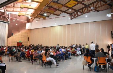 En el centro de convenciones de la universidad se desarrollaron las jornadas, con alta afluencia de estudiantes.