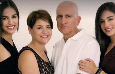 Los miembros de la familia colombiana que fallecieron en el accidente vial.
