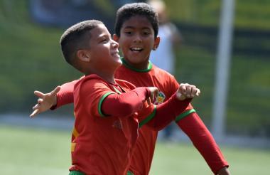 Juan Fontalvo dedicándole el gol a su madre Rosiris.