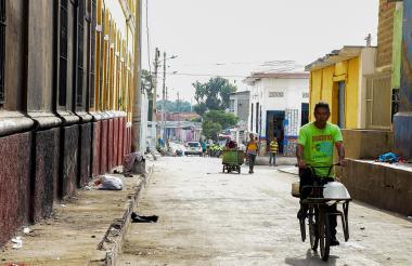 En el fondo de esta calle queda el lugar donde ocurrió la mortal disputa entre el 'Soldadito' y 'Tubará'.