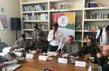 Dumek Trubay, gobernador de Bolívar, durante el consejo de seguridad que se realizó en El Salado.