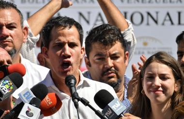 Juan Guaidó en medio de su discurso.