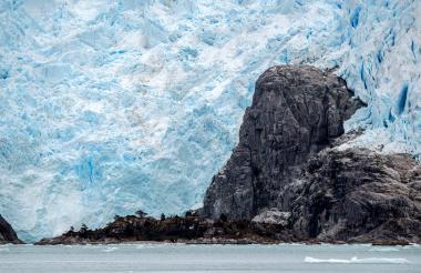 Vista del glaciar de Santa Inés en Seno Ballena, un fiordo ubicado al interior del Estrecho de Magallanes.