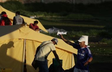 En el campamento humanitario de paso, que se dispuso para venezolanos en Bogotá, se realizó el desalojo.