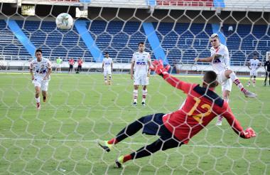 El delantero Michael Rangel anotó ayer de tiro penal.