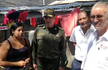Gobernador Verano en compañía de autoridades de Policía y alcalde de Luruaco.