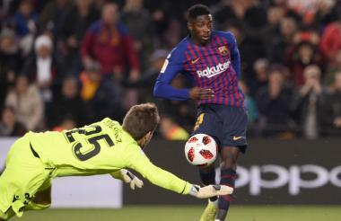 Acción de uno de los dos goles de Ousmane Dembélé ayer.