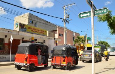 Motocarros transitando en el barrio Villa Katanga de Soledad.