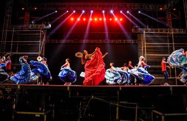 La reina del Carnaval, Carolina Segebre Abudinen, en los ensayos previos al Bando en la Plaza de la Paz.