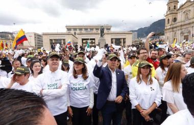 El presidente Iván Duque hizo presencia en la Plaza de Bolívar, hasta donde llegó la marcha en Bogotá para rechazar los actos de violencia recientes.