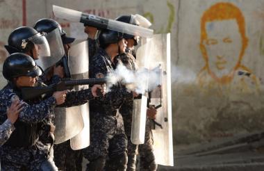 Guardia venezolana durante disturbios en por sublevación de militares.