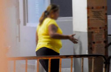 Madre de la menor abusada a la salida de la URI de la Fiscalía luego de ser atendida por unidad Caivas.