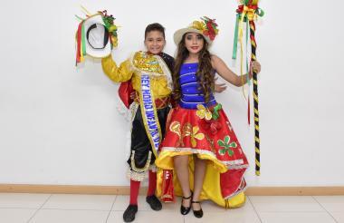 Luis Silvera y María Suárez vestidos de garabato.