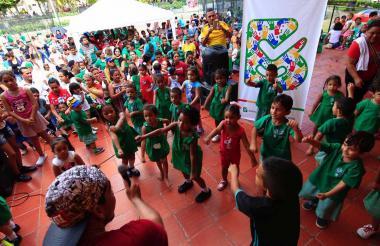 Un grupo de niños en una actividad del programa primera infancia en Barranquilla.