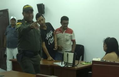 Alirio Junior Uribe Daza y Jorge Eliécer Díaz Agámez, padre de alias Castor, presentado a audiencias judiciales.