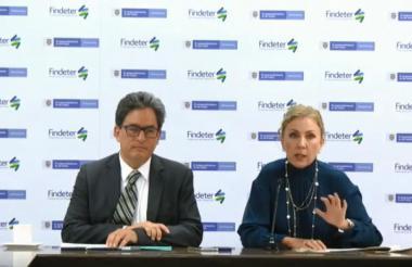 Alberto Carrasquilla, ministro de Hacienda, y Sandra Gómez, presidente de Findeter.
