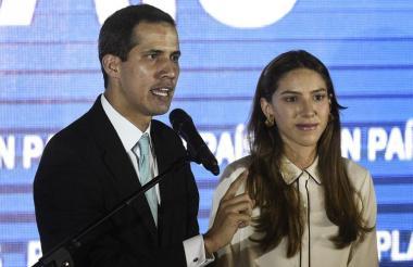 El opositor Juan Guaidó, junto a su esposa.
