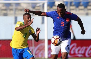 Andrés Balanta en acción en la primera jornada del hexagonal final ante Brasil.