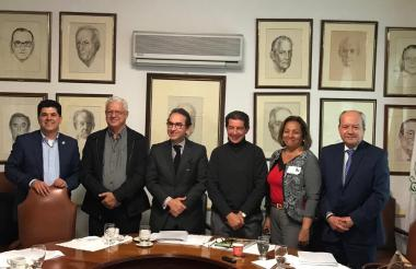 Hernán Araújo (segundo), de Fedefonfos; Andrés Valencia, minagricultura; José Félix Lafaurie y Jaime Daza, presidente y secretario general de Fedegán, entre otros, durante la reunión.