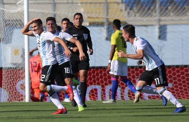 El argentino Julián Álvarez celebra el tanto que le anotó a Colombia en el sub-20.