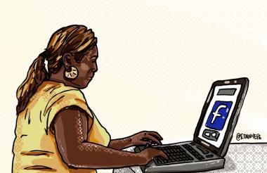 Laura escudriñando en redes sociales los perfiles de los sospechosos de haber abusado a su hija de 14 años.