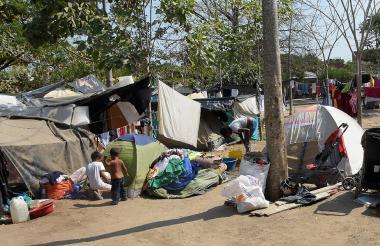 Según cuentan sus habitantes, cada día llegan más familias al campamento.