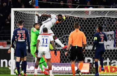 Moussa Dembélé anotó ayer de cabeza al PSG.