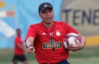 Alexis Mendoza en un entrenamiento con el Sporting.