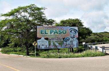 Valla que anuncia la llegada al Paso, Cesar, donde nació Alejo Durán.