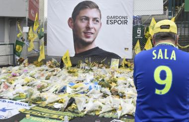 Hincha le hace tributo al fallecido futbolista argentino.