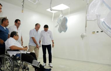 El gobernador Eduardo Verano acompañado del secretario de salud departamental Armando De la Hoz y el gerente del Cari, Ulahy Beltrán.
