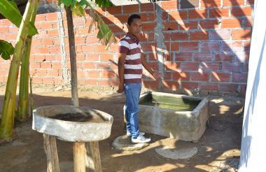 Los habitantes se quejan porque el agua que llega a los hogares de este municipio de Cesar no es apta para el consumo humano.