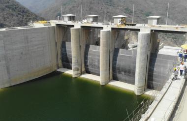 Represa del proyecto de Hidroituango, construido en las montañas de Antioquia.