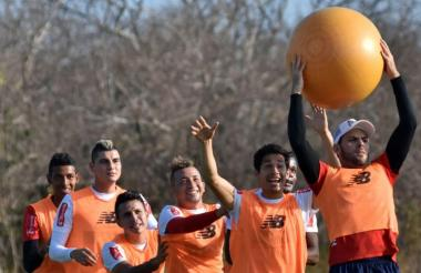 Sebastián Viera tendrá bastante trabajo por arriba. América suele levantar constantemente el balón.