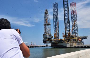 Plataforma exploratoria usada para la industria costa afuera.