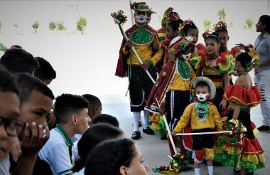 El colegio Marco Fidel Suárez tiene su comparsa llamada Danza Tradicional de Garabato, a la que cada año se suman más estudiantes.