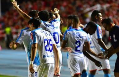 Luis Díaz y sus compañeros celebrando el gol.