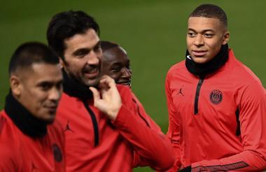Kylian Mbappé (derecha) será el encargado de liderar hoy el ataque parisino en el 'Teatro de los Sueños'.
