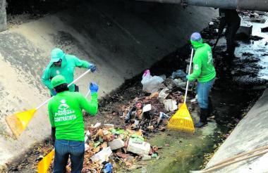 Jornada de limpieza en el canal.