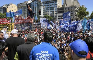 Manifestantes reunidos en la avenida 9 de julio.