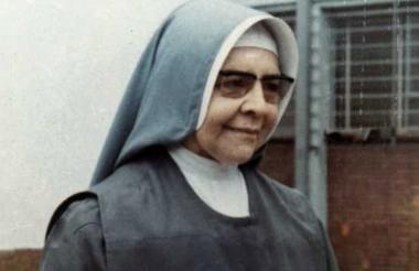 María Berenice Duque Hencker (nacida: Ana Julia).
