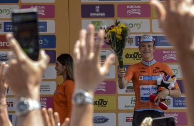 El ciclista luxemburgués Bob Jungels en el podio.