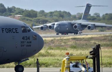 Dos aviones militares de carga C-17 aterrizaron en el aeropuerto de la ciudad fronteriza de Cúcuta.