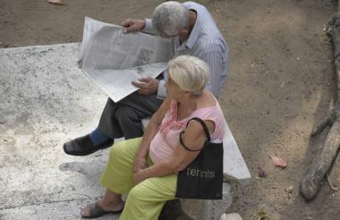 Una pareja de pensionados.