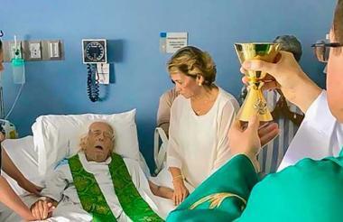 Ernesto Cardenal permanece hospitalizado por una afección renal.