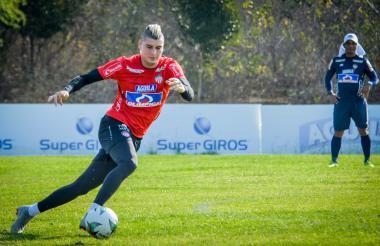 Michael Rangel durante un entrenamiento con Junior.