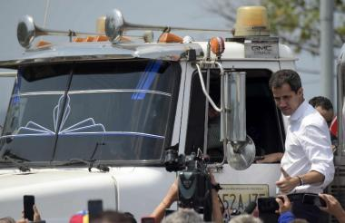 Guaidó en uno de los camiones que partió a territorio venezolano.