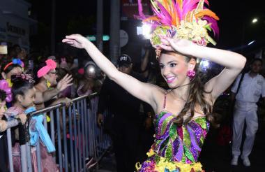 Carolina Segebre no paró de bailar a lo largo del desfile, por lo que fue ovacionada.